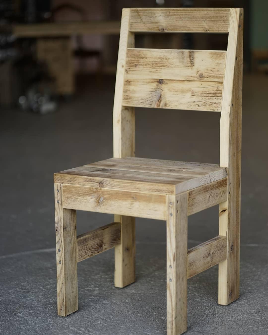 Stuhl Oli mit Lehne Bauholz geölt