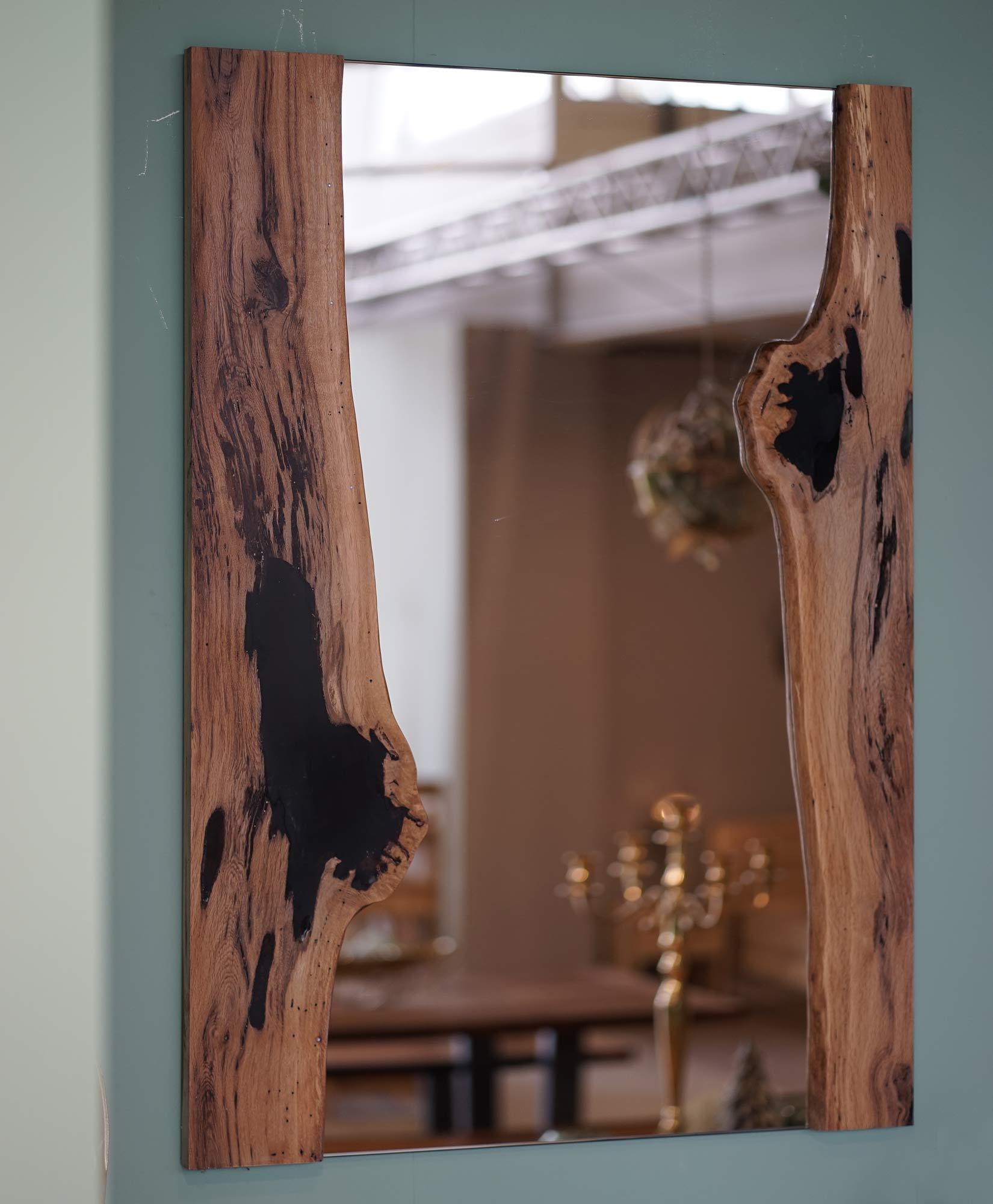 Spiegel mit 2 Eichenbrettern Schalkante geölt und ausgeharzt